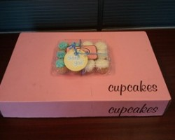 4 Customer Service Best Practices to Create Exceptional Experiences including Cupcakes